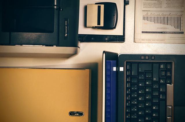 notebook s tiskárnou – domácí kancelář
